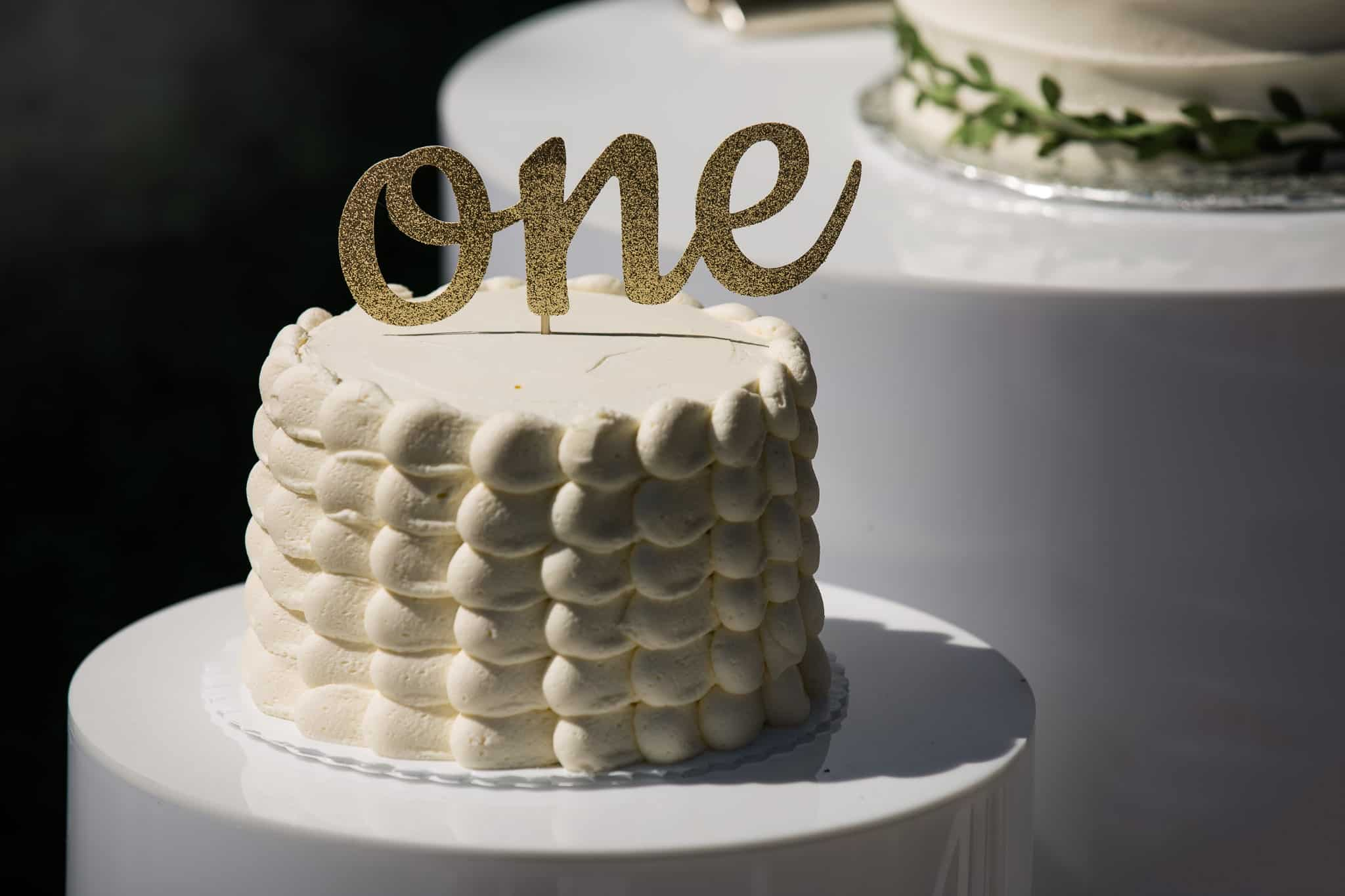 cake with one word topper